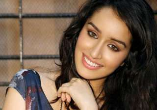 The 'OK Jaanu' actress, Shraddha, also shared few candid moments from her pre-birthday bash on her social media accounts. The charming actress can be seen having a birthday blast with her family members including father Shakti Kapoor and mother Shivangi Kapoor.