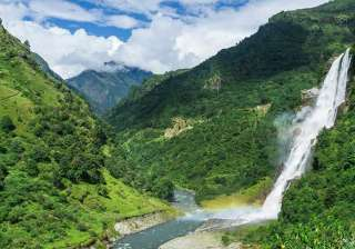 Tawang-This historically and scenically blessed mountain town will take you to another world.