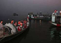 5 youths drown as boat capsizes