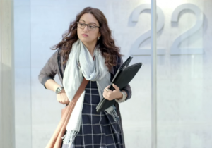 Noor Review: Sonakshi as journalist tries to fit in but cumbersome plot ruins it all
