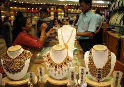 gold sheds rs 50 slips from record high on global cues