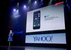 yahoo s 4q results dragged down by revenue drop