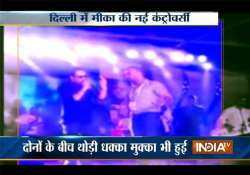 singer mika singh booked for slapping doctor at live