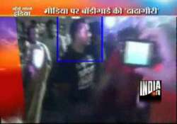 salman bodyguard shera gesture angrily at media fans