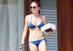 lindsay lohan sued by tanning company