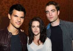 twilight actors to be immortalized outside grauman s