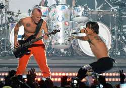 red hot chili peppers back with live performance see pics
