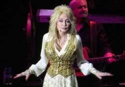 dolly parton never takes off her make up at night
