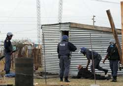 safrican police fire gas force people into shacks