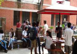hostel crunch leaves du students scrambling for pvt