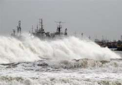 thousands evacuated in ap cyclone hudhud to hit near