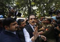 subroto roy sahara pays rs 1.23 cr for special privileges