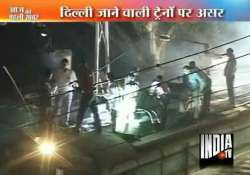 panic at mumbai dadar station after overhead wire snaps