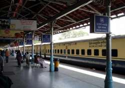railways to run 360 special trains to clear holi rush