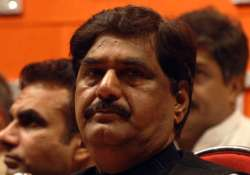 congress wants munde to be disqualified from lok sabha