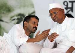 delink from kejriwal former team anna members tell hazare
