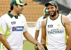 team members must share afridi s burden says misbah ul haq