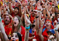 spain s soccer champs back home for big party