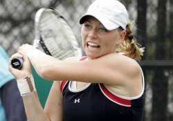zvonareva into carlsbad semis as big guns win