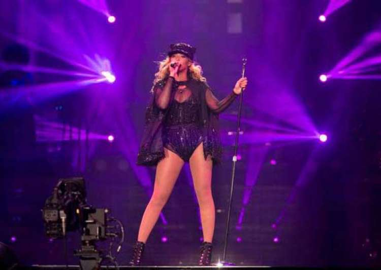 beyonce performed despite freak accident on stage- India Tv