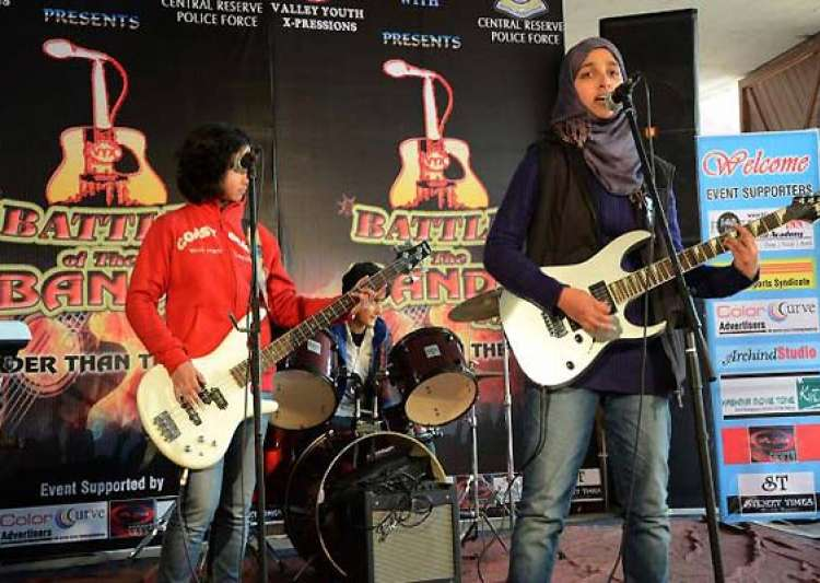 kashmir s all girl rock band member says they disbanded because of people of the valley- India Tv