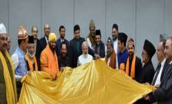 PM Modi hands over 'chadar' for Ajmer Sharif dargah