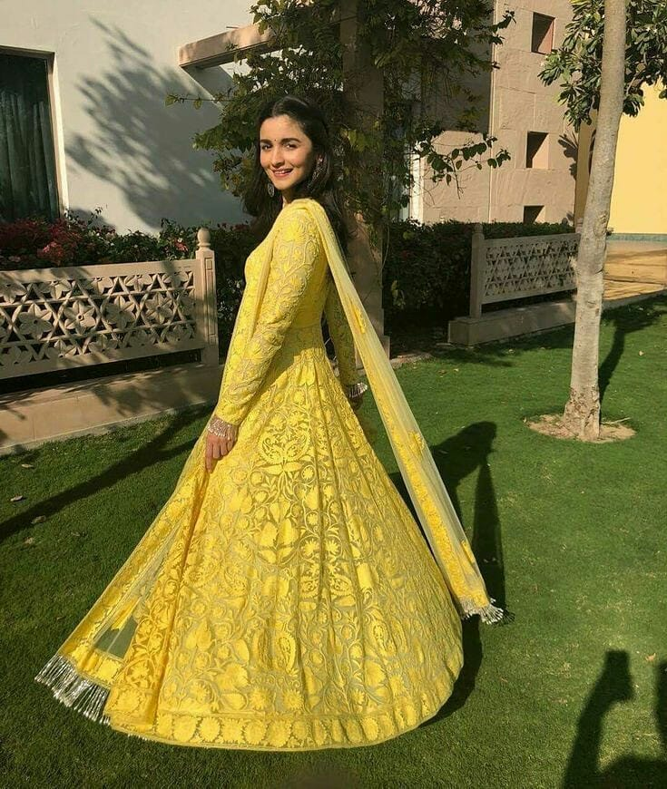 Alia perfectly nailed the wedding look when she donned an anarkali suit at her best friend's marriage.