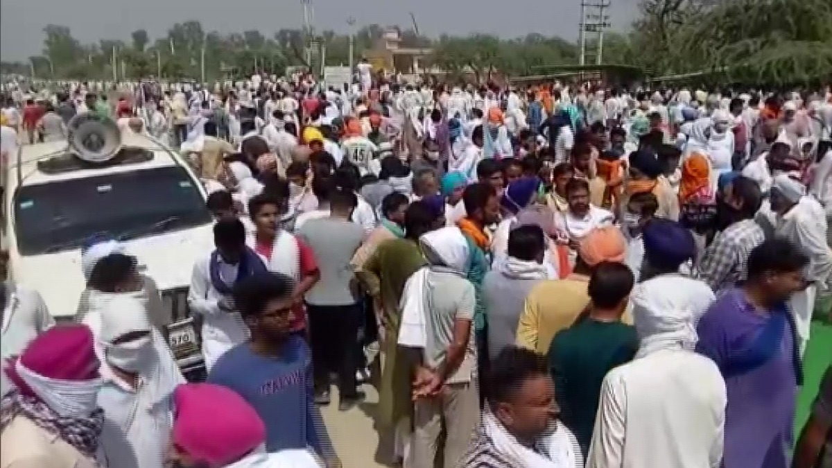 indiatvnews.com - India TV News Desk - Haryana: Farmers protesting new agriculture law block major road in Sirsa