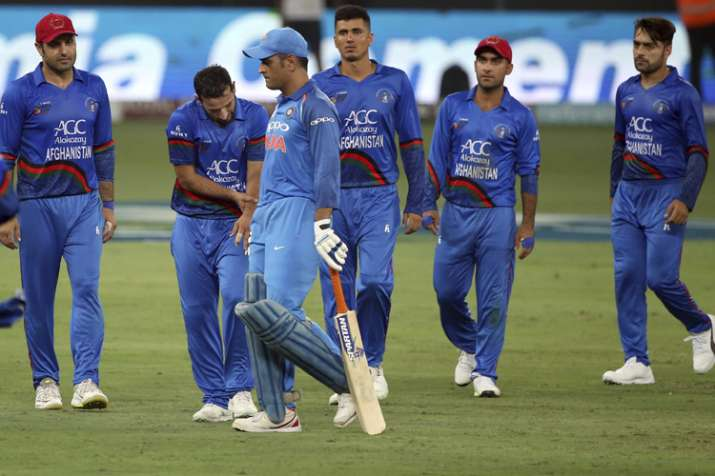 Don't want to get fined: MS Dhoni takes subtle dig at umpires