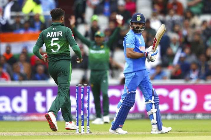 Virat Kohli walks back despite being not out