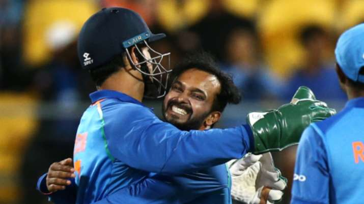 Kedar Jadhav's emotional letter on MS Dhoni's birthday proves Mahi is a man with golden heart