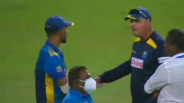 Sri Lanka captain Dasun Shanaka and coach Mickey Arthur in heated discussion after 2nd ODI defeat