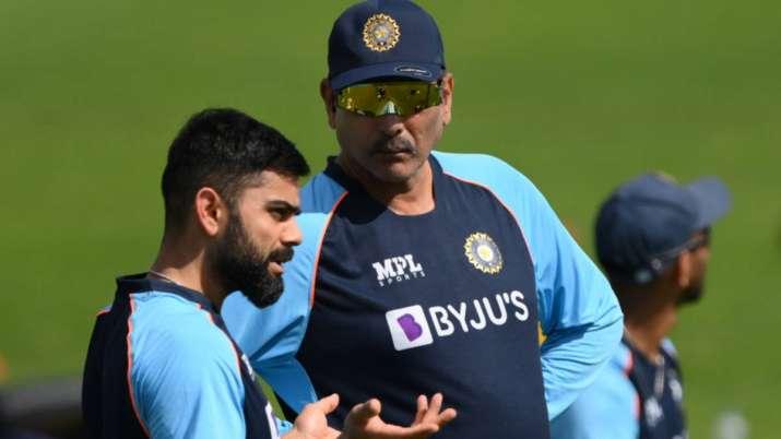 Virat Kohli chats with head coach Ravi Shastri